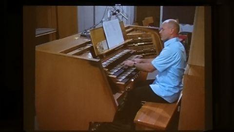 Patrick Gläser gestaltete einen mitreißenden Auftakt der diesjährigen Zwieseler Orgeltage - Foto: Aurel v. Bismarck