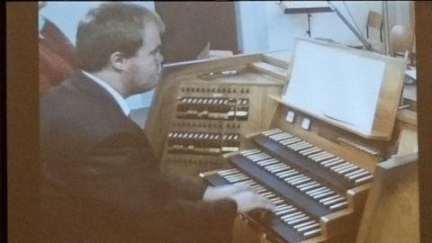 Ondrej Hornas an der Zwieseler Orgel